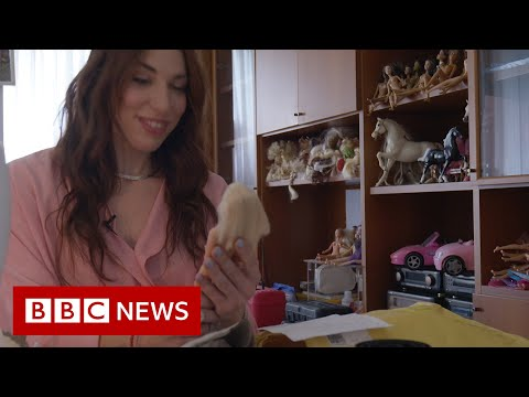 The woman giving toys a new life - BBC News
